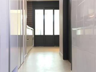 부천 미리내마을 네츄럴 모던하우스 디자인고은 모던스타일 복도, 현관 & 계단 타일 그레이