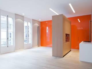 Sèvres Salle à manger minimaliste par Lab123 Minimaliste