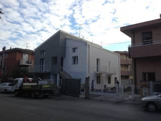 ristrutturazione edilizia: Case in stile  di Studio Skyline