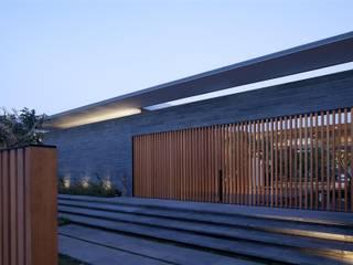 Harmonie entre les éléments naturels Moderne Häuser von Ecologic City Garden - Paul Marie Creation Modern