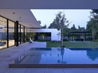 โดย Paul Marie Creation Garden Design & Swimmingpools โมเดิร์น