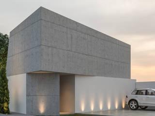 Fachada principal: Casas unifamiliares de estilo  por Mexikan Curious