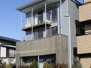 エレベーション 波板がカッコいいのデス: 石井淳アトリエが手掛けた二世帯住宅です。