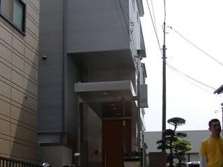 黄色が合言葉: 石井淳アトリエが手掛けた一戸建て住宅です。