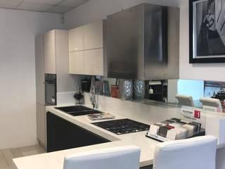 cucina di M.H.I.D. MAIOCCHI HOUSE INTERIOR DESIGNER Moderno