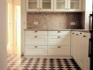 Cozinha: Cozinhas embutidas  por Rodrigo Roquette