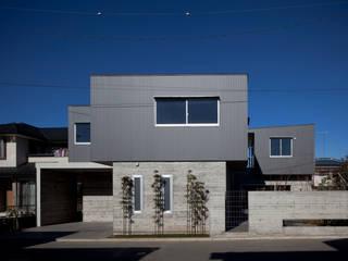 建物と庭の計画 の 有限会社角倉剛建築設計事務所 モダン