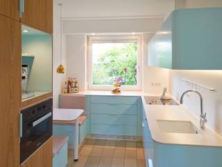 Küche im angesagten Retro-Design: ausgefallene Küche von Koitka Innenausbau GmbH