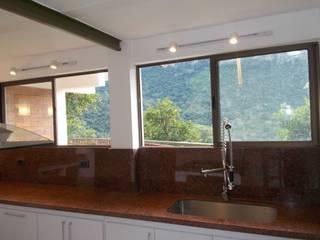 modern Kitchen by Omar Plazas Empresa de  Diseño Interior, Cocinas integrales, Decoración