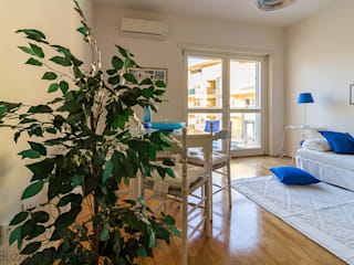 Home Staging su appartamento vuoto ROMA:  in stile  di Creattiva Home ReDesigner  - Consulente d'immagine immobiliare