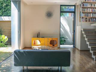 : Puertas de estilo  de PAUL CREMOUX studio