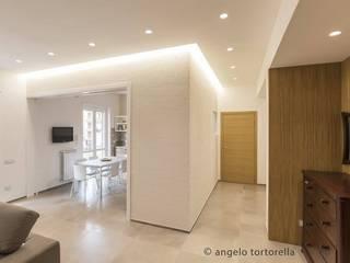 Ingresso: Ingresso & Corridoio in stile  di Casaburi & Memoli Architetti
