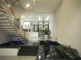Couloir, entrée, escaliers modernes par Công ty TNHH Xây Dựng TM – DV Song Phát Moderne