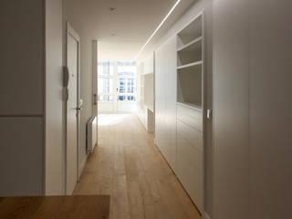 ESTUDIO BAO ARQUITECTURA Classic style corridor, hallway and stairs