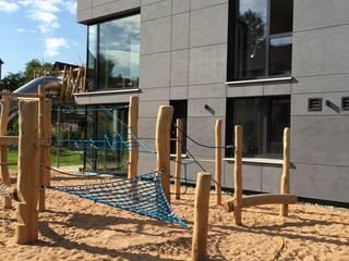 Spielplatz Kletterbereich :  Schulen von Hübner Architekten