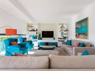 Traço Magenta - Design de Interiores Salas/RecibidoresSofás y sillones