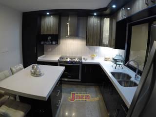 Cocina en Escuadra Negro Alto Brillo En Fraccionamiento Alto Lago de JARA COCINAS & CLOSETS Moderno