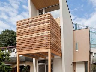 猫と暮らす小さな家: 株式会社 ギルド・デザイン一級建築士事務所が手掛けた木造住宅です。