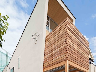 猫と暮らす小さな家: 株式会社 ギルド・デザイン一級建築士事務所が手掛けた一戸建て住宅です。