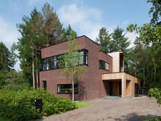 現代房屋設計點子、靈感 & 圖片 根據 Architectenbureau Atelier3 現代風