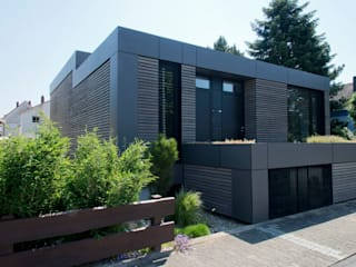 Maisons de style de style Moderne par Herrmann Massivholzhaus GmbH