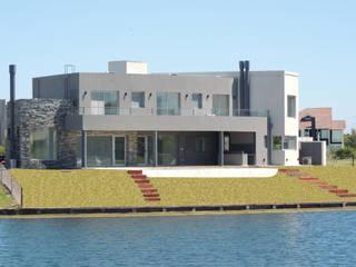 Casa del Lago: Casas unifamiliares de estilo  por Ezequiel Olivieri,Moderno