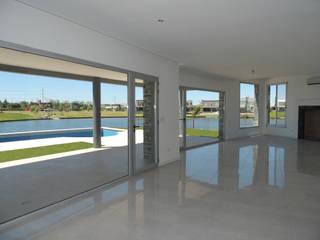 Casa del Lago: Livings de estilo  por Ezequiel Olivieri,Moderno