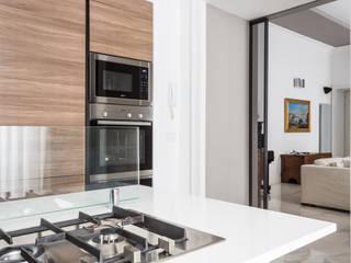 APPARTAMENTO IN PALAZZO D'EPOCA: Cucina in stile  di Viu' Architettura
