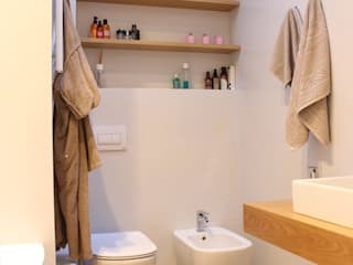 Salle de bains de style  par giorgio davide manzoni, Moderne