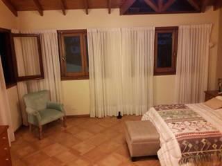 Dormitorio de Carolina de Su living Moderno