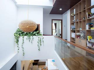 Công ty TNHH Xây Dựng TM – DV Song Phát Modern Corridor, Hallway and Staircase