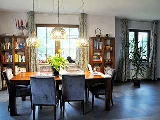 Dom pod Warszawą: styl , w kategorii  zaprojektowany przez Midnight Interiors