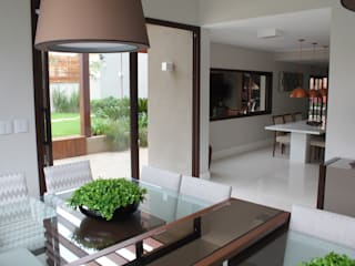 Modern Dining Room by Camila Tiveron Arquitetura Modern