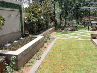 Waterkloof heights:  Front yard by Gorgeous Gardens
