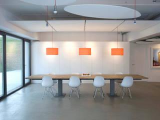Phòng ăn theo Kuche Design,