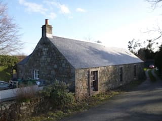 Old Pitgober Cottage - Dollar, Clackmannanshire Rumah Gaya Country Oleh dwell design Country