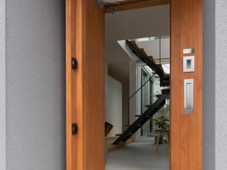 Corredores e halls de entrada  por ラブデザインホームズ/LOVE DESIGN HOMES , Eclético