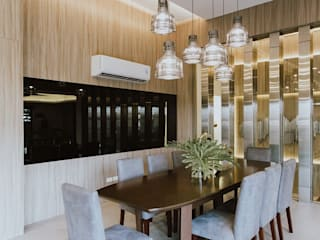 Dining Room: modern Dining room by Living Innovations Design Unlimited, Inc.
