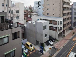 うなぎの寝床の多世帯住宅 の 有限会社角倉剛建築設計事務所 モダン