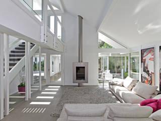 Wellness house near Bremen Nowoczesny salon od DAVINCI HAUS GmbH & Co. KG Nowoczesny