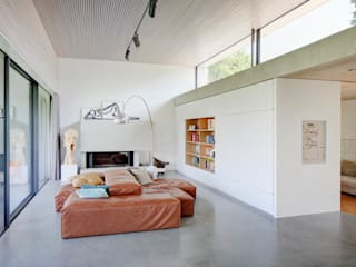 Living room by Architekturbüro zwo P, Modern