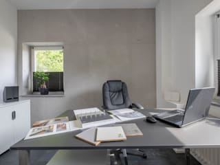 Sebastian Kopp Malermanufaktur Ruang Studi/Kantor Minimalis Beton Grey