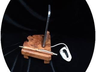 Dockingstation, Ladestation aus Holz für Apple iPhone 5, 5s, 6, 6S, 8 aus Amboina Maser Wurzelholz von Holz und Licht Ausgefallen