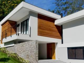 CASA OW: Casas  por Cláudio Maurício e Paulo Henrique,Moderno