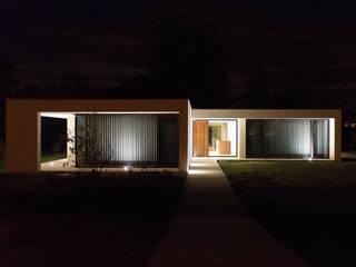 Habitação Uni-familiar H&G por António Mota, Susana Machado - Arquitectos, Lda Moderno