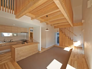 篠路の家: アトリエモノゴト 一級建築士事務所が手掛けたリビングです。