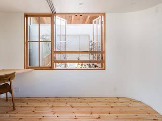 Doors by 建築設計事務所SAI工房, Modern Wood Wood effect