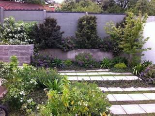 Proyecto de Paisajismo Familia Ruiz Jardines de estilo moderno de Aliwen Paisajismo Moderno