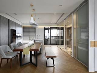 辰林設計 Modern dining room Yellow
