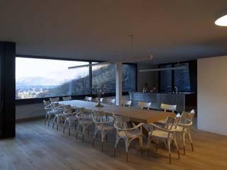 Studio Marastoni Comedores de estilo minimalista Madera Acabado en madera